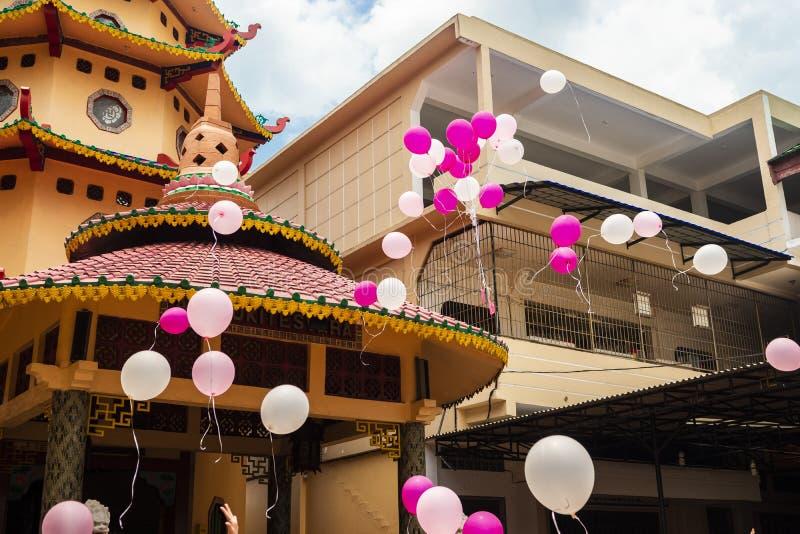 Jambi, Indonésie - 7 octobre 2018 : Des ballons à air ont été libérés pendant une célébration dans une célébration chinoise image libre de droits