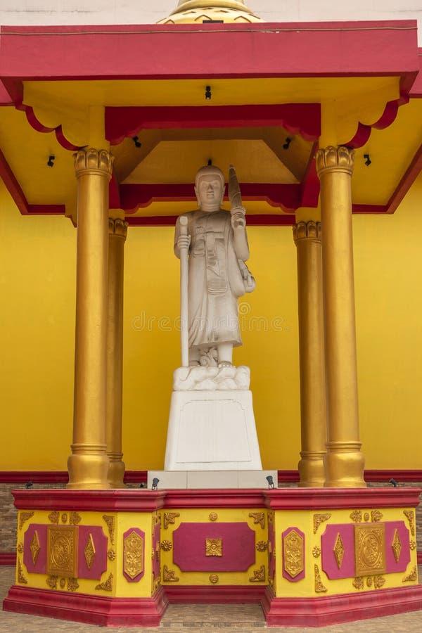 Jambi, Indonesia - 7 ottobre 2018: Una scultura di sollievo che descrive i dei/divinità nel buddismo fotografia stock libera da diritti