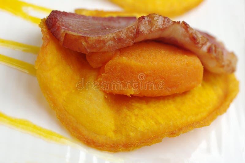 Jambon sur la patate douce photographie stock libre de droits