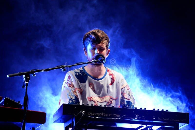 James Blake Litherland (productor y cantante de la música electrónica) se realiza en el sonido 2015 de Primavera imagenes de archivo