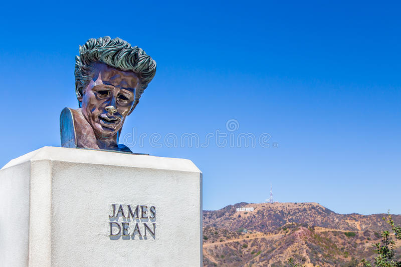 James Dean Sculpture no Hollywood Hills, Califórnia foto de stock royalty free