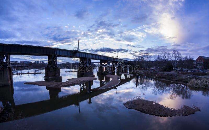 James River al tramonto Richmond, VA fotografie stock