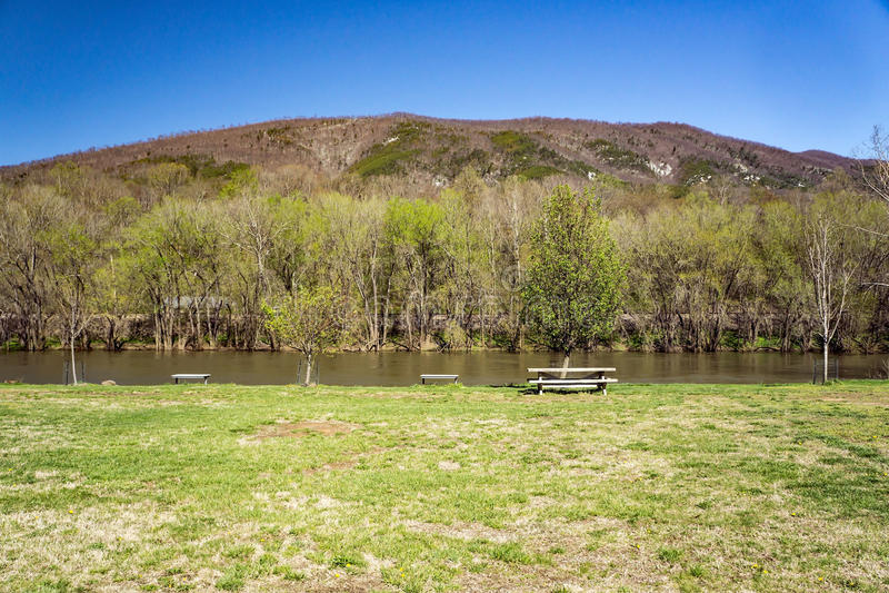James River e montagna di purgatorio fotografie stock libere da diritti