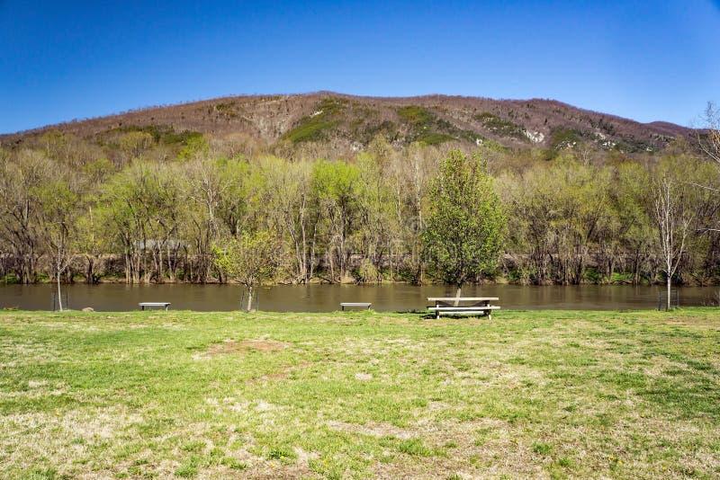 James River e montanha do purgatório fotos de stock royalty free