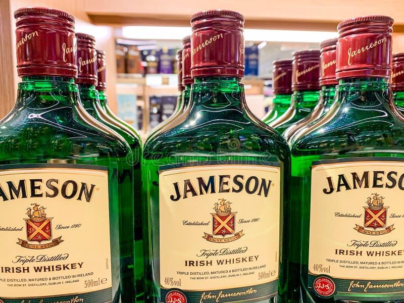 Jameson ist en blandad irländsk whisky som produceras av det irländska destillationsapparatdotterbolaget av Pernod Ricard i kork, royaltyfri foto