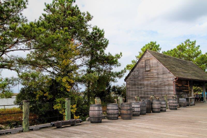 Jamestown bosättningskeppsdocka och trummor royaltyfri bild