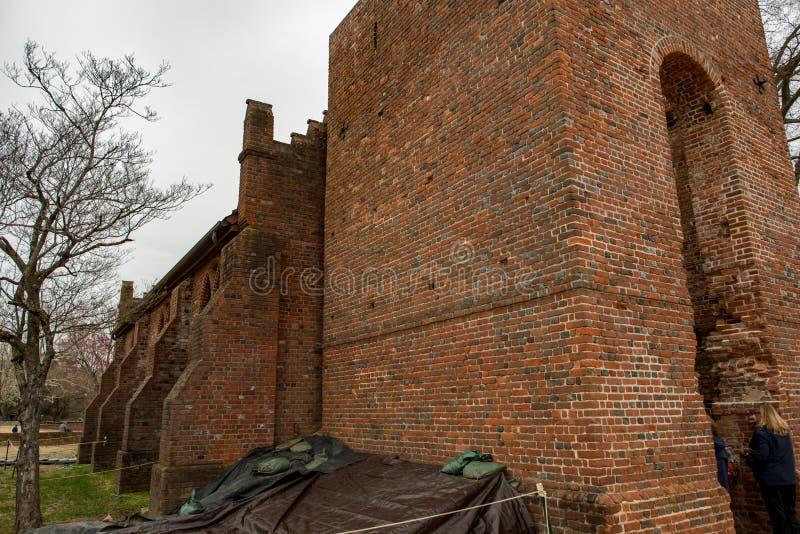 Jamestown, Virginia - Maart 27, 2018: Jamestown Herdenkingskerk die in 1906 werd geconstrueerd stock afbeeldingen