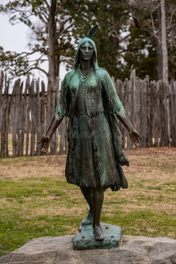 Jamestown, Virginia - Maart 27, 2018: Pocahontasstandbeeld, door William Ordway Partridge, in 1922, het vertegenwoordigen wordt o stock foto's