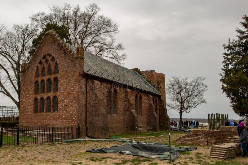 Jamestown Virginia - mars 27, 2018: Jamestown minnesmärkekyrka som konstruerades i 1906 arkivbild