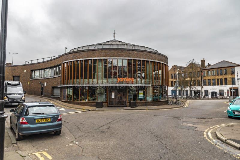 Jamie Italian Restaurant Building In Guildford stockfotos