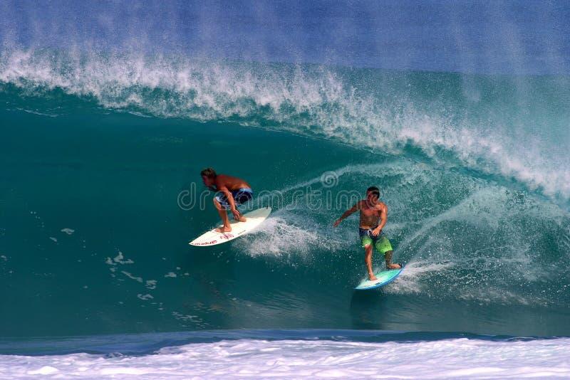 Jamie O'brien e Kalani Chapman no Backdoor fotos de stock royalty free