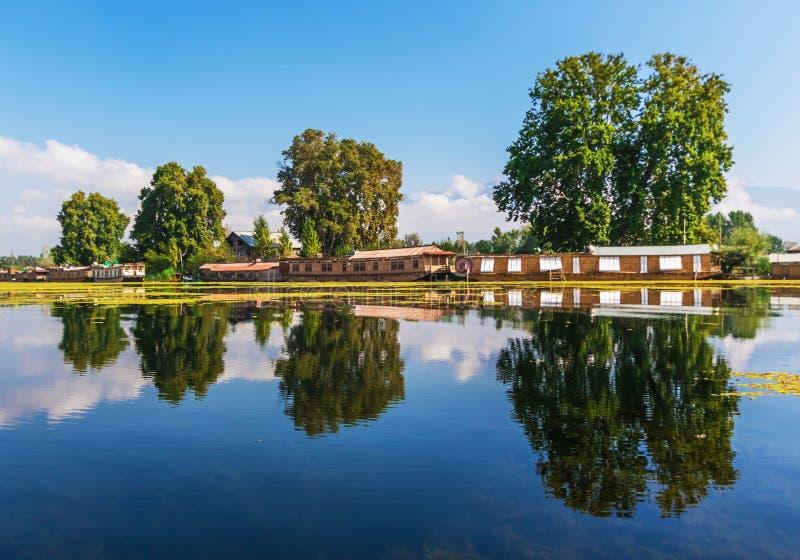 Jammu, Cachemira y Ladakh - entre los lagos, los altos picos y los ríos imagen de archivo