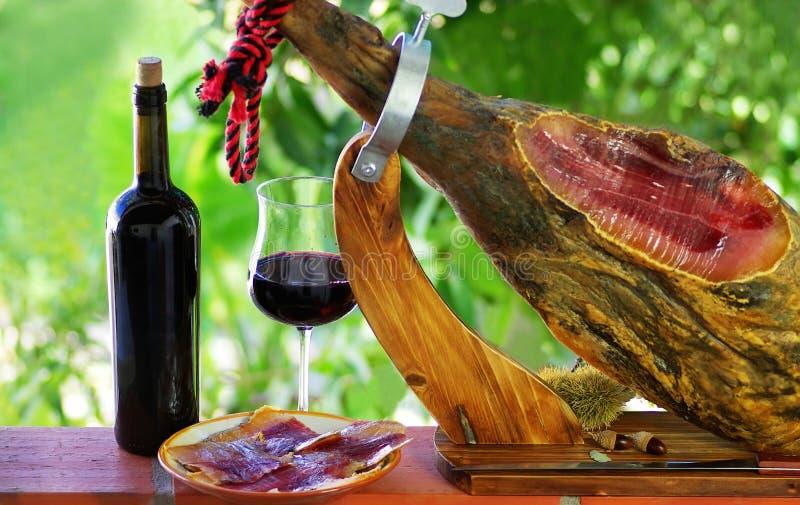 Jamon de España y del vino. foto de archivo libre de regalías