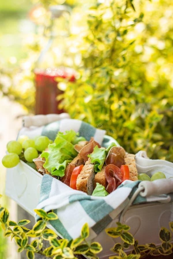 Jamon och grönsaksmörgåsar arkivfoto