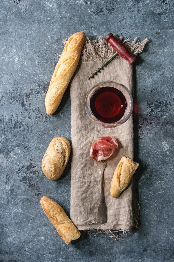 Jamon und Wein lizenzfreies stockfoto