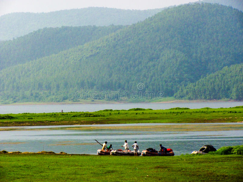 Jamshedpur, Índia - transportar de rio no lugar cênico fotos de stock royalty free
