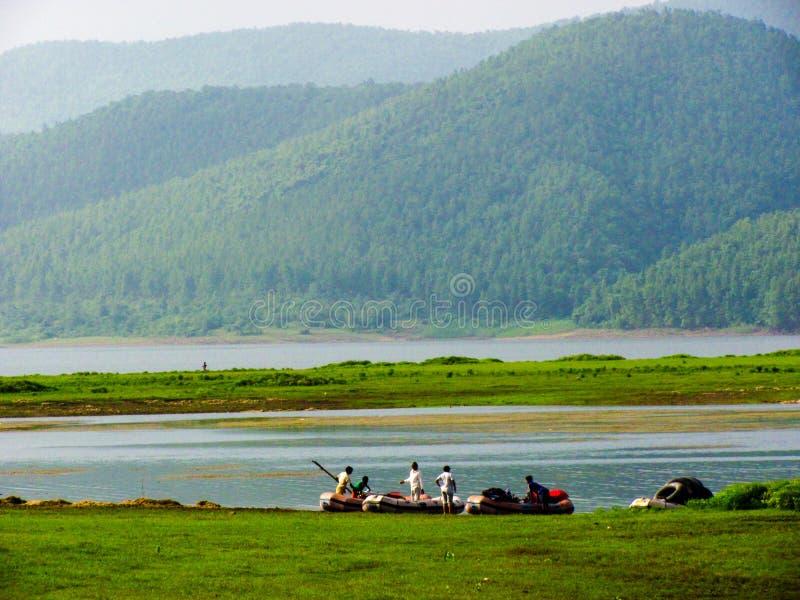 Jamshedpur, India - Rzeczny flisactwo w scenicznej lokaci zdjęcia royalty free