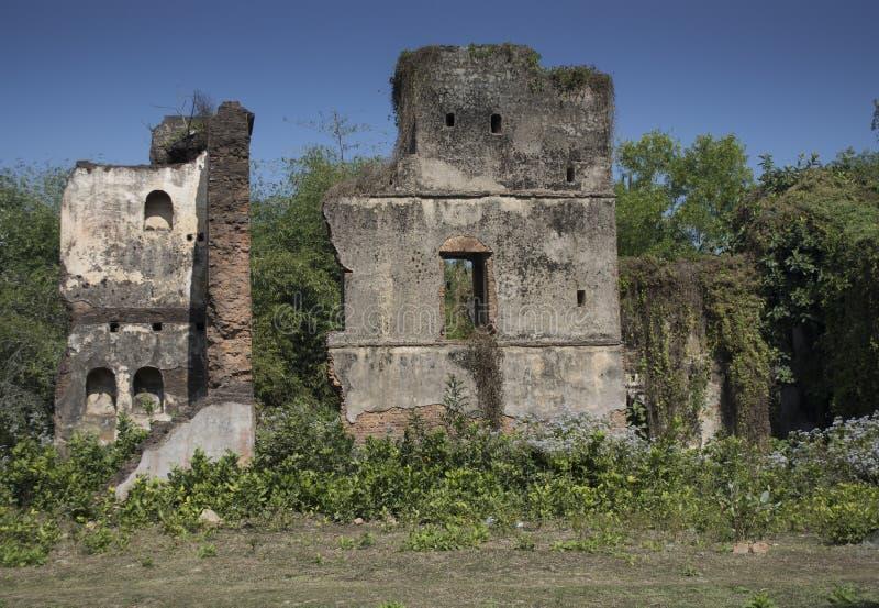 Jamunadighi,Burdwan,印度- 2018年1月:一个Zamindar或房东豪宅的废墟在农村孟加拉的村庄 库存图片