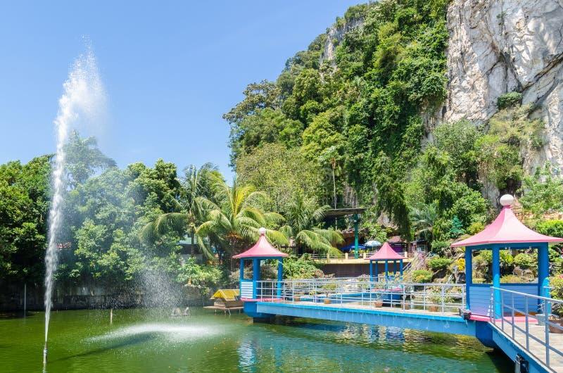 JAMY willa jest nowym turystyki przyciąganiem w Batu Zawala się Ja wznawiał Koja stawu przechwałki rozciągliwość balijczyka most  zdjęcie royalty free