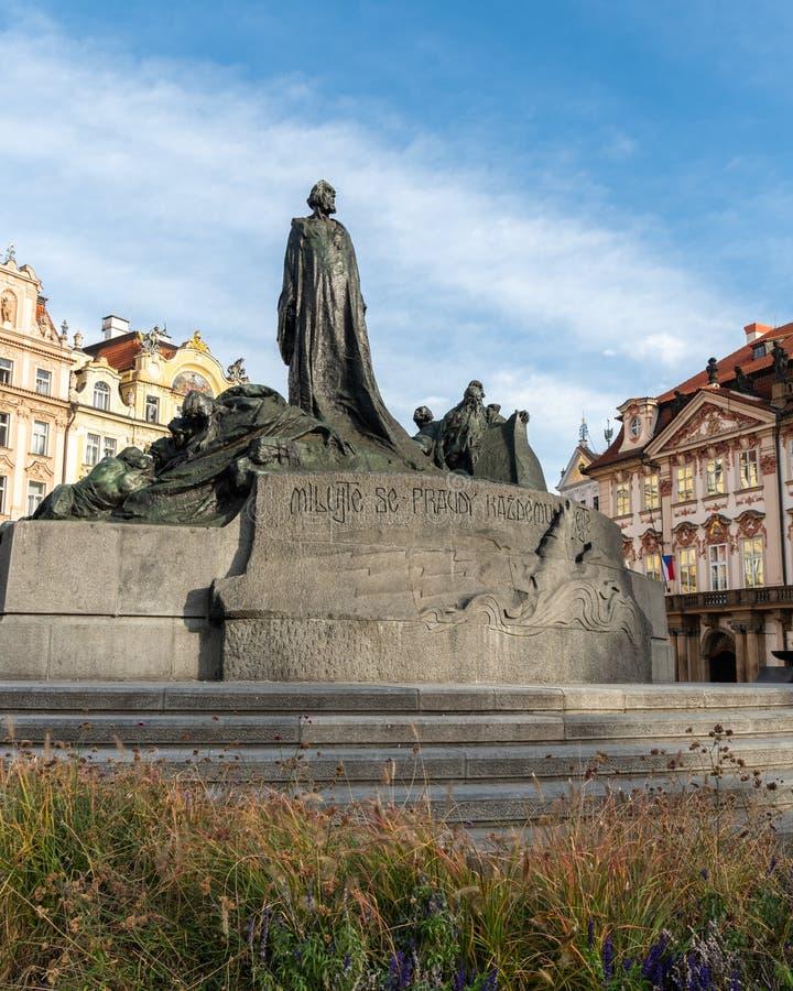 Jan Hus Memorial op het Oude Stadsvierkant in Praag stock afbeeldingen