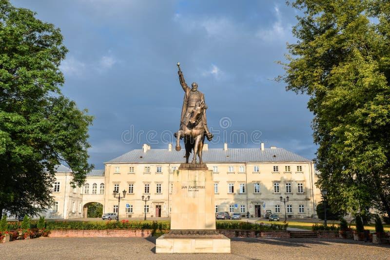 Jan Zamoyski Monument in Zamosc, Polen Het beeldhouwwerk aan grote stichter Jan Zamoyski, het is een Historisch die Monument onde royalty-vrije stock foto's