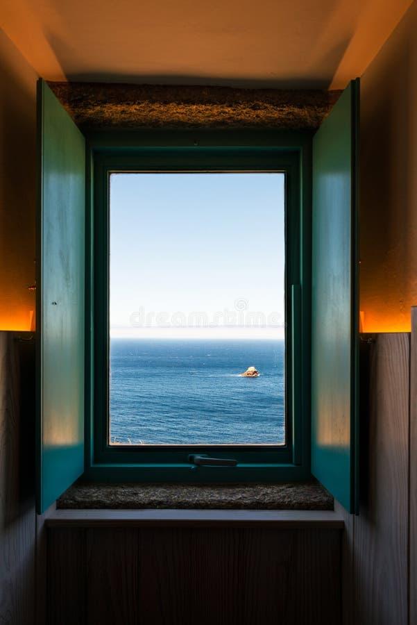 Janela aberta à extremidade do mundo em Finisterre fotografia de stock royalty free