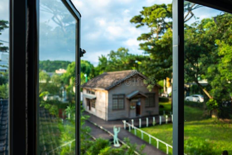 Janela aberta no jardim do pinho em Hualien, Taiwan fotos de stock royalty free