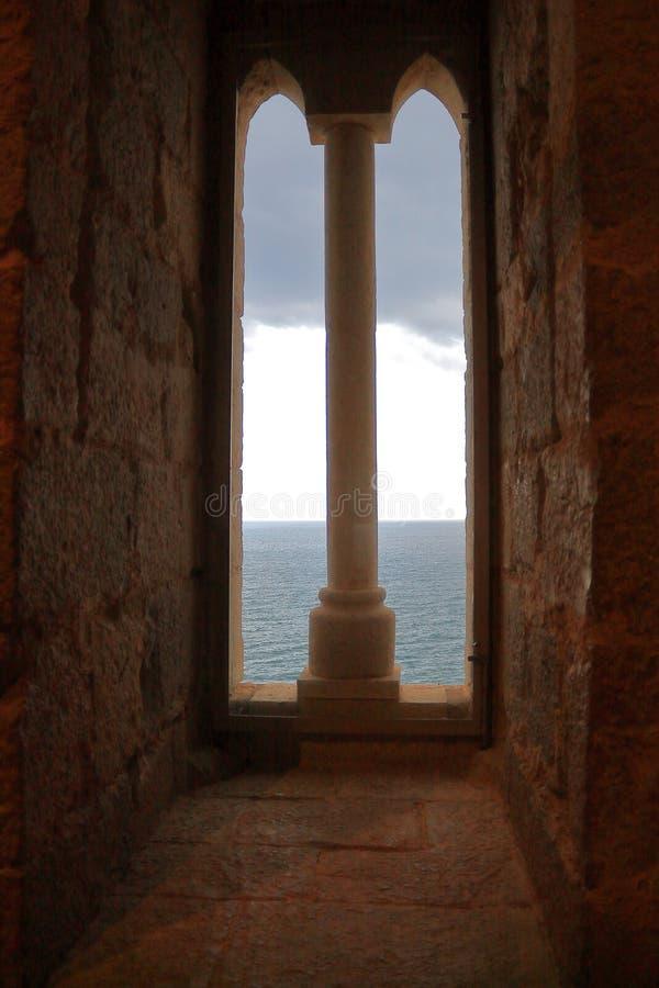 Janela ao mar Mediterrâneo imagem de stock