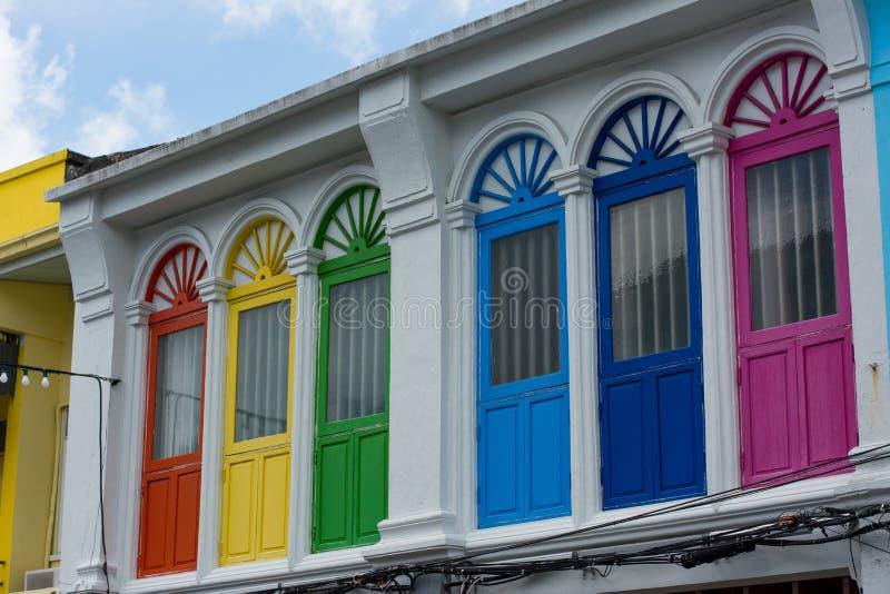 Janela colorida na casa asiática foto de stock royalty free