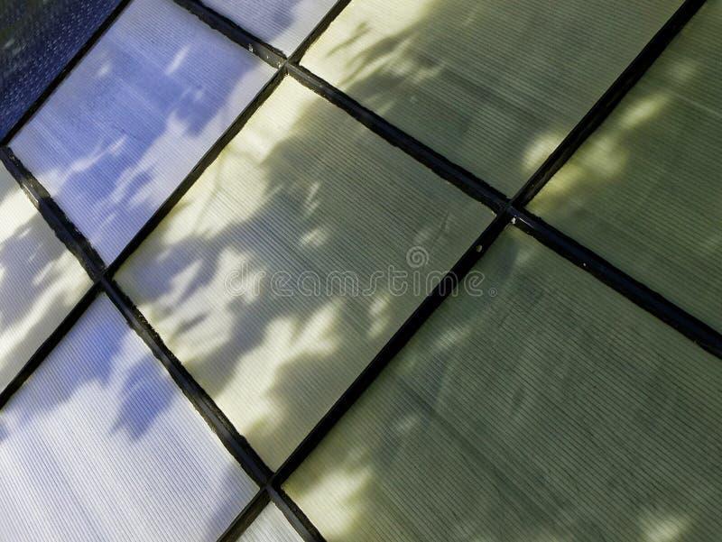 Janela com teste padrão abstrato colorido imagem de stock