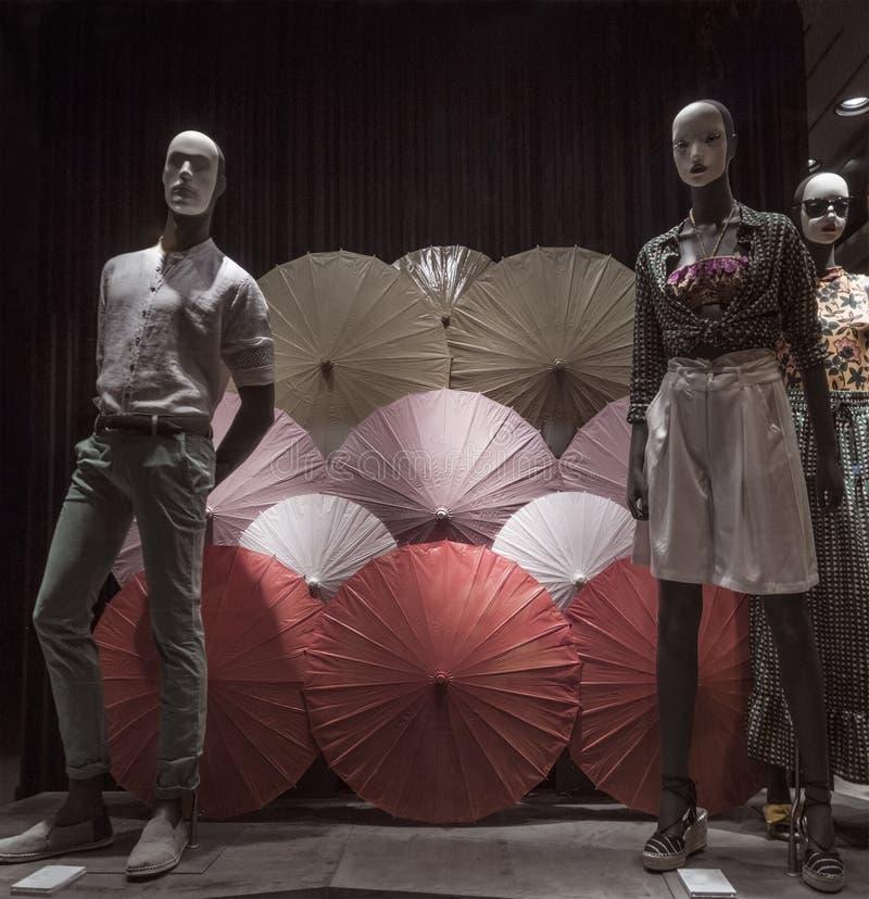 Janela da loja com os guarda-chuvas coloridos ?hinese foto de stock royalty free