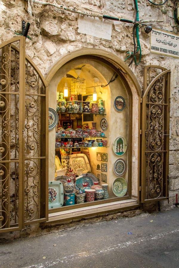 Janela da loja de lembranças no quarto armênio, cidade velha do Jerusalém imagens de stock royalty free