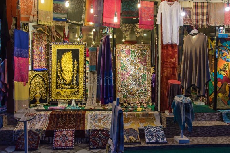 Janela da loja em Kathmandu, Nepal fotos de stock