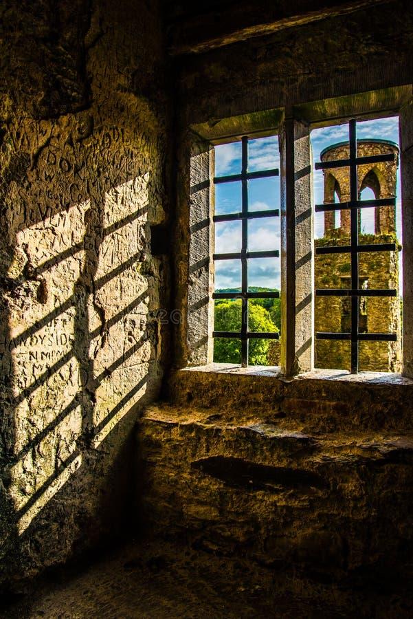 Janela da torre, Irlanda foto de stock