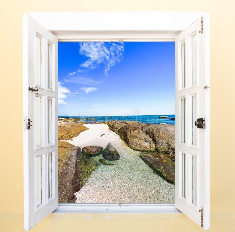 Janela da vista para o mar imagens de stock
