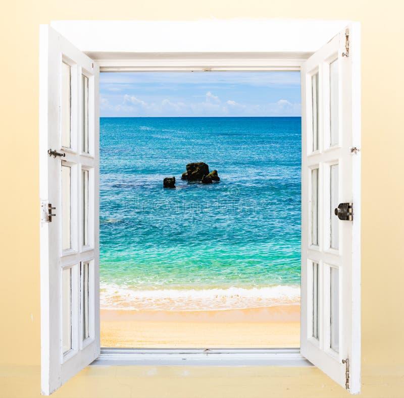 Janela da vista para o mar fotografia de stock royalty free