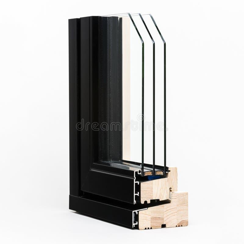 Janela de madeira com a amostra de alumínio do envoltório, isolada imagens de stock