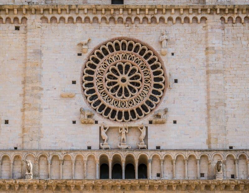 Janela de Rosa da catedral de San Rufino em Assisi, Úmbria, Itália central fotografia de stock royalty free
