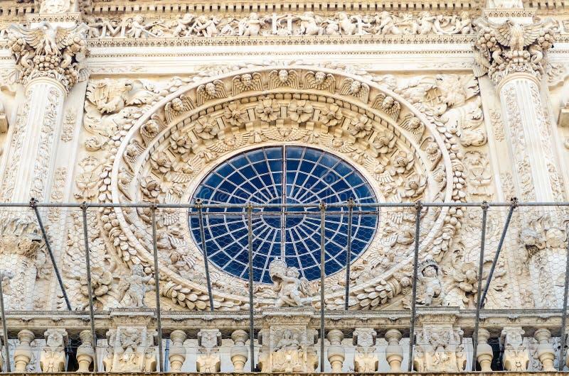 Janela de Rosa, igreja da cruz santamente Lecce, Itália foto de stock royalty free