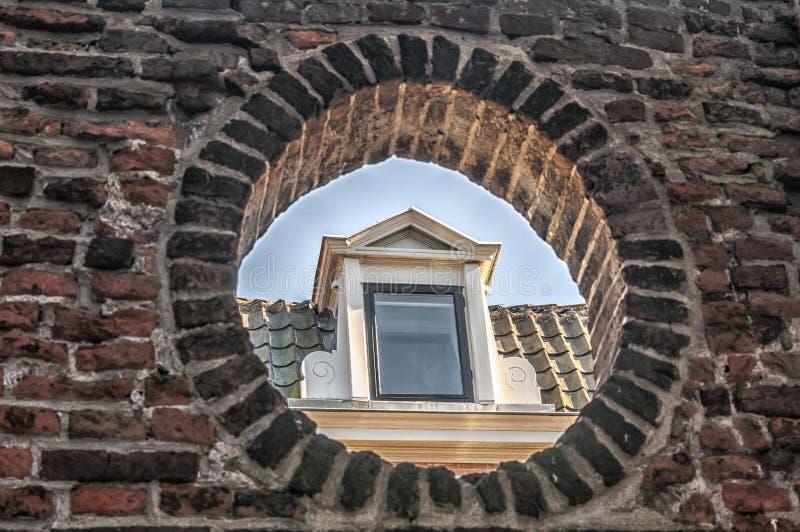 Janela de trapeira de uma casa velha foto de stock royalty free
