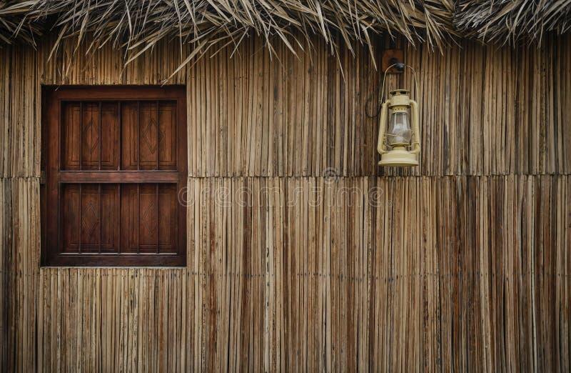 Janela de uma casa velha de Emirati foto de stock