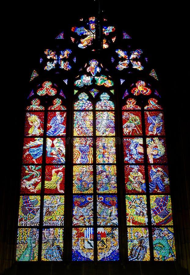 Janela de vitral de St Vitus Cathedral, imagem de stock royalty free