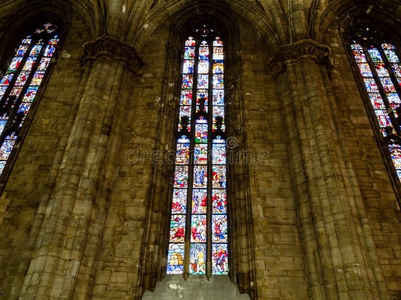 Janela de vitral em Milan Cathedral foto de stock royalty free
