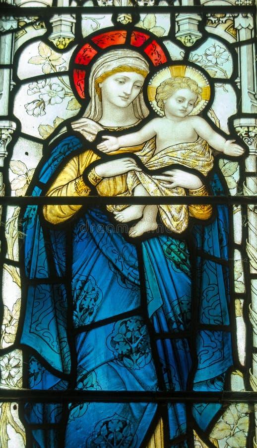 Janela de vitral de Madonna e da criança fotografia de stock royalty free