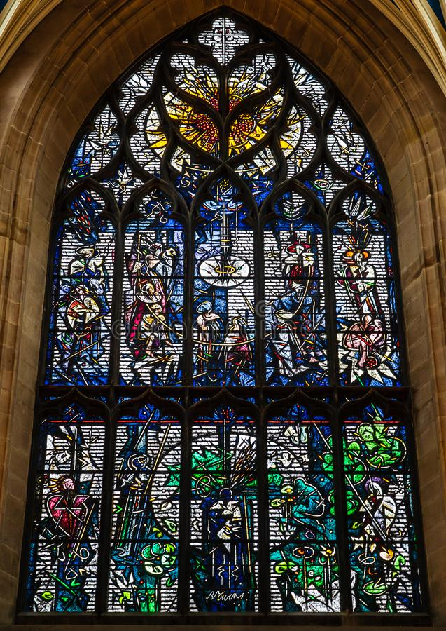 Janela de vitral de Robert Burns dentro da catedral de St Giles, o IDE imagens de stock royalty free
