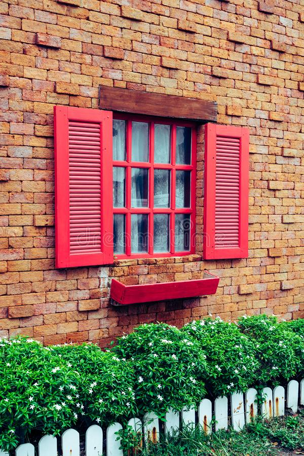 Janela do vintage na parede de tijolo fotografia de stock royalty free
