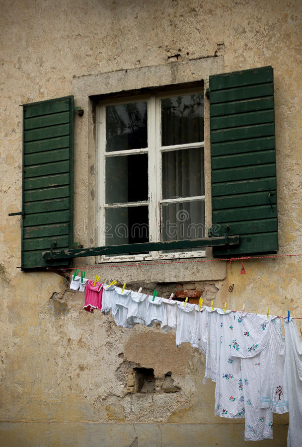 Janela em Kotor imagens de stock