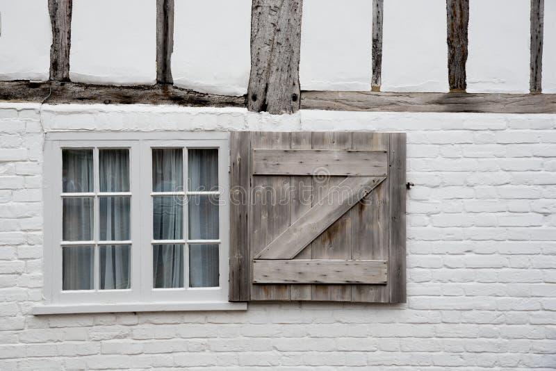 Janela fechado de madeira branca imagem de stock