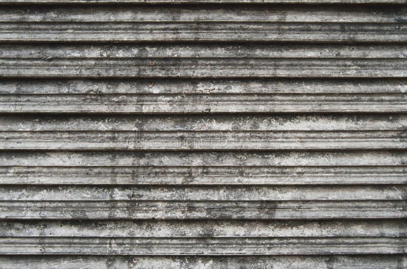 Janela gasto da plantação Louvered de madeira imagem de stock