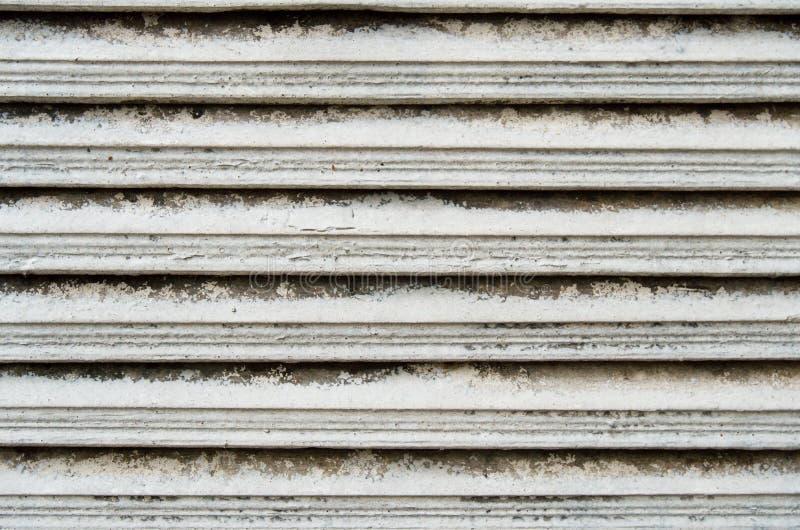Janela gasto da plantação Louvered de madeira imagem de stock royalty free